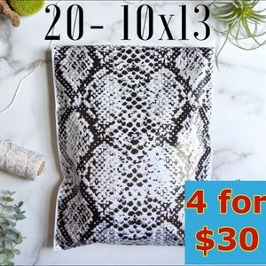 20- 10x13 Snakeskin Print Poly Mailers